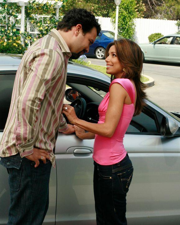 Gaby (Eva Longoria, r.) erinnert sich daran, dass Carlos (Ricardo Antonio Chavira, l.) ihr am Hochzeitstag den Vorschlag gemacht hat, mit ihr die St... - Bildquelle: ABC Studios