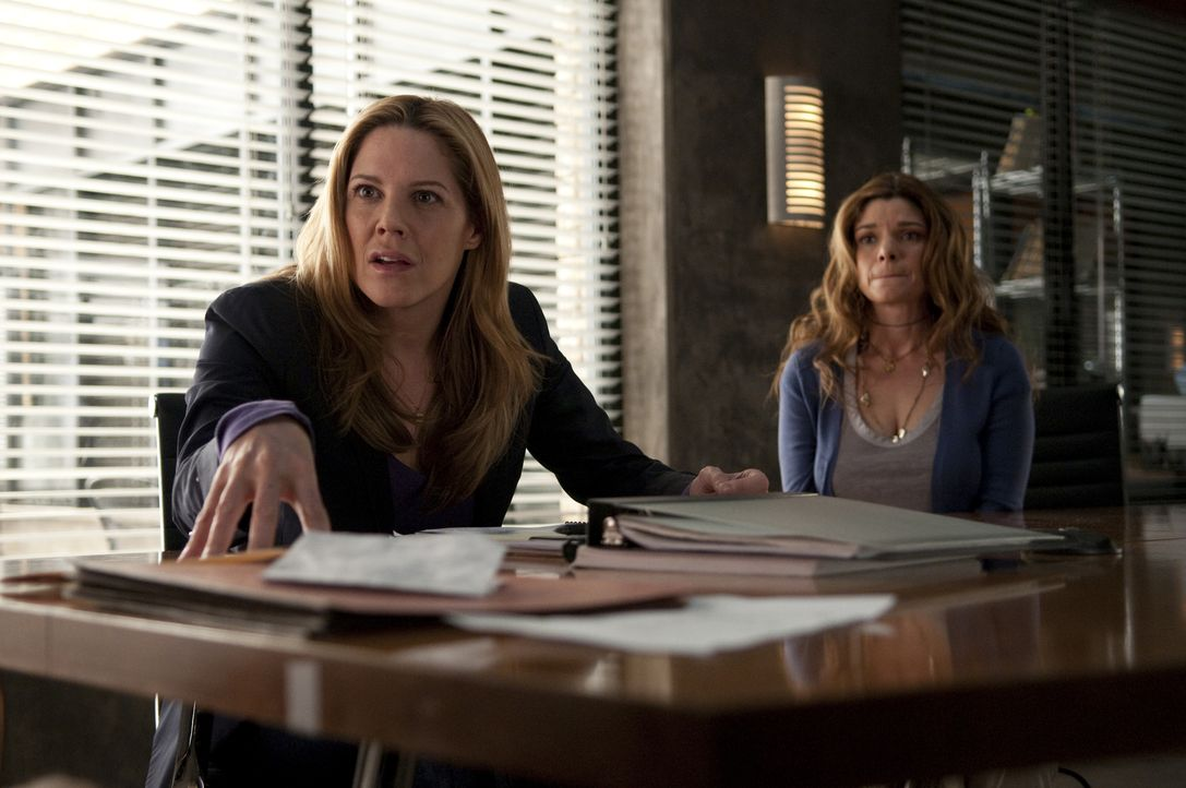 Mary Shannon (Mary McCormack, l.); Mia Cusato (Laura San Giacomo, r.) - Bildquelle: Colleen Hayes 2010 Universal Network Television, LLC. All Rights Reserved./Colleen Hayes
