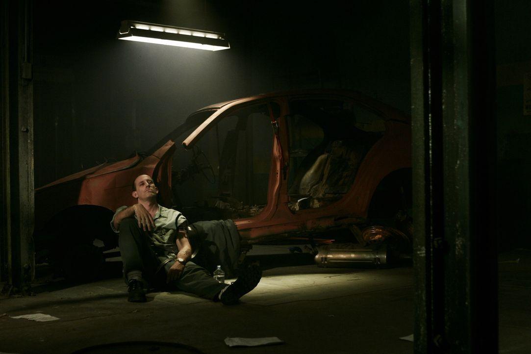 Rafael Alvarez (Alex Fernandez) ist in schmutzige Geschäfte verwickelt ... - Bildquelle: Warner Bros. Entertainment Inc.