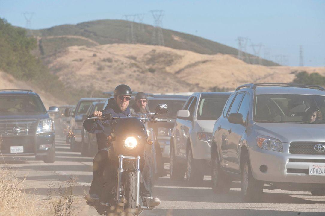 Wird Jax (Charlie Hunnam) jemals die ganze Wahrheit erfahren? - Bildquelle: 2011 Twentieth Century Fox Film Corporation and Bluebush Productions, LLC. All rights reserved.