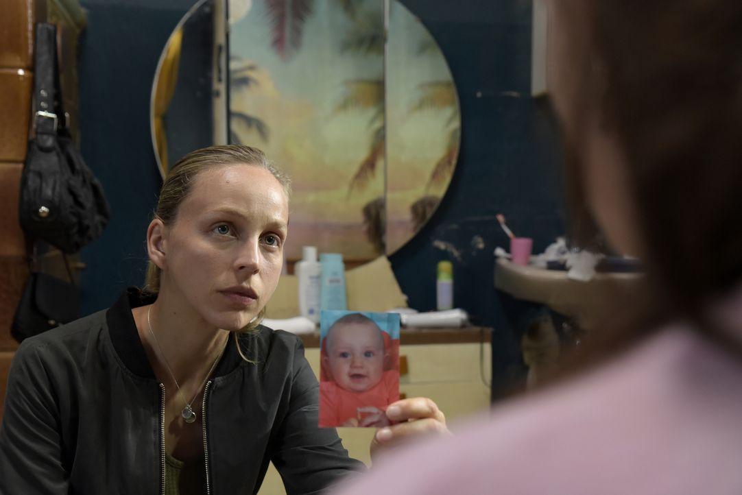 """""""Wo ist Jella?"""" Verzweifelt begibt sich Nora (Petra Schmidt-Schaller) auf die Suche nach ihrer Tochter und gerät dabei schnell an ihre körperlichen... - Bildquelle: Christiane Pausch SAT.1"""