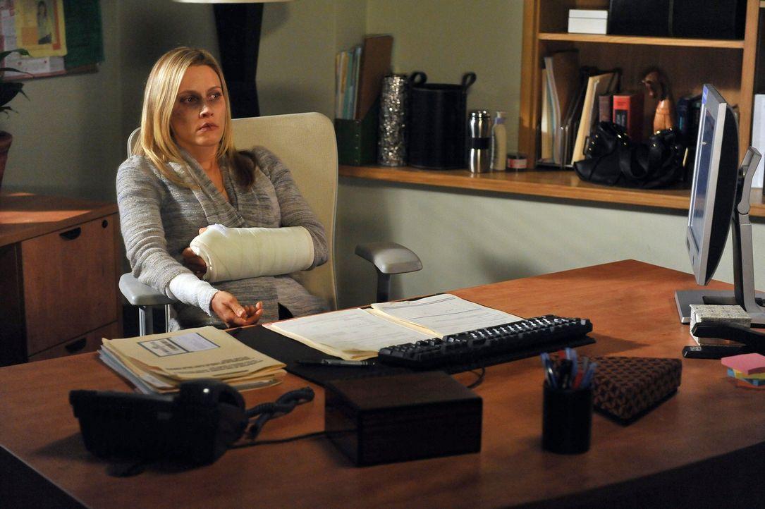 Flüsterpost in der Oceanside Klinik: Addison hält Sam gegenüber nicht dicht und bald wissen alle über Charlottes (KaDee Strickland) Vergewaltigu... - Bildquelle: ABC Studios