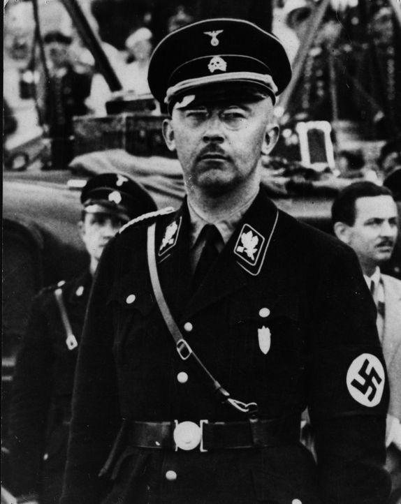 Anfang Mai 1945 gelang es Himmler, sich abzusetzen. Er hatte sich Papiere auf den Namen Heinrich Hitzinger beschaffen. Dennoch wurde er am 20. Mai v... - Bildquelle: Hulton Archive/Getty Images