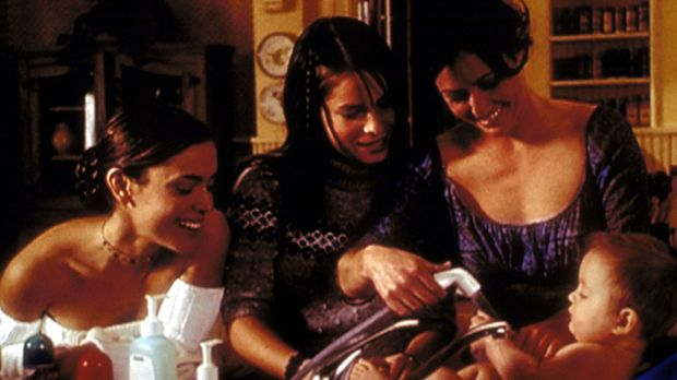 (v.l.n.r.) Phoebe (Alyssa Milano), Piper (Holly Marie Combs) und Prue (Shanne...