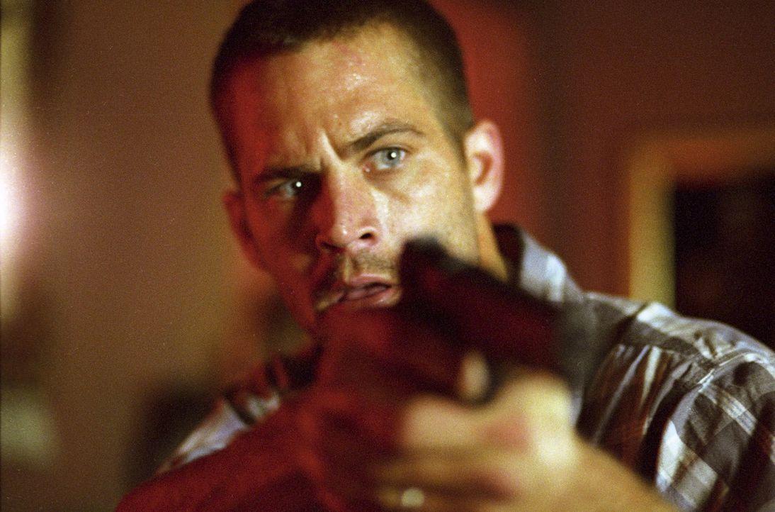 Im Visier von regulären Cops und korrupten Cops, einem verwöhnten Mafiazögling und einem eiskalten russischen Untergrundzaren: Joey (Paul Walker) .....
