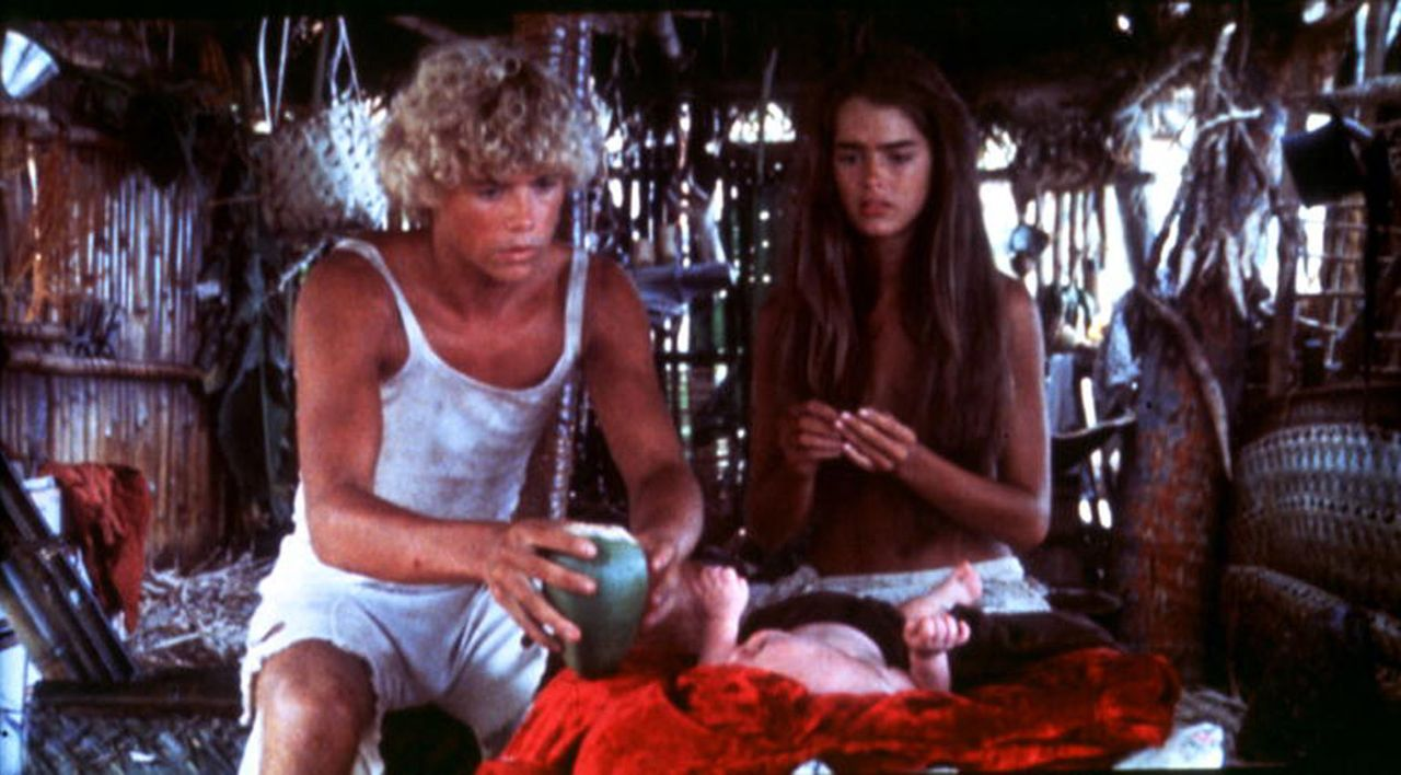 Eine traumhafte Love-Story beginnt zwischen Richard (Christopher Atkins, l.) und Emmeline (Brooke Shields, r.). - Bildquelle: Columbia Pictures