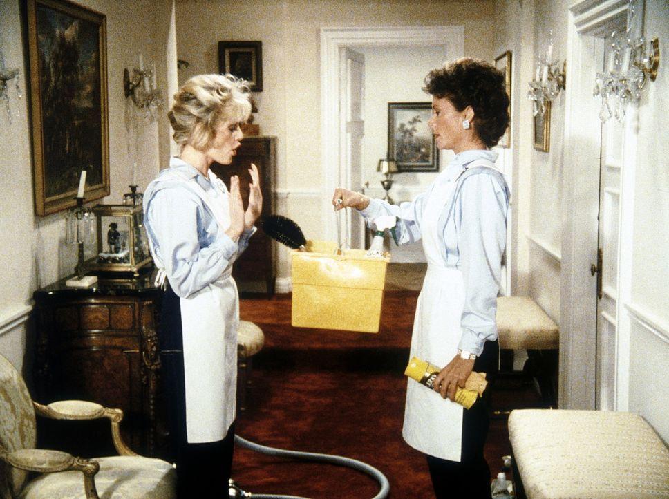 Für einen dubiosen Partyservice arbeiten Amanda (Kate Jackson, r.) und Francine (Martha Smith, l.) als Dienstmädchen - ein Einsatz, der vor allem Fr...