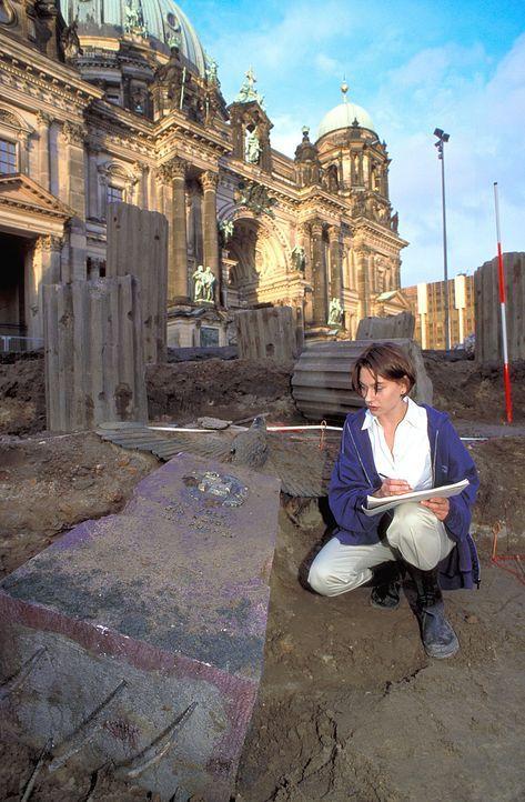 Als die Historikerin Sandra Fechtner (Christiane Paul) ein altes Zählwerk aus Nazi-Tagen entdeckt, wittert sie Ungeheuerliches. Weitere Recherchen e... - Bildquelle: Leslie Haslam ProSieben
