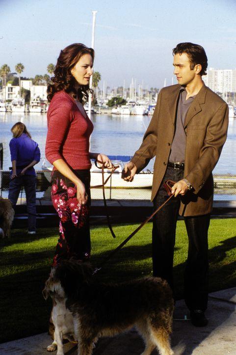 Während Clay und Jeremiah mit Michelle im Yoga-Kurs sind, um Frauen kennen zu lernen, hat Royce (Mike Damus, r.) dank des dreibeinigen Hundes Lucky... - Bildquelle: Paramount Television