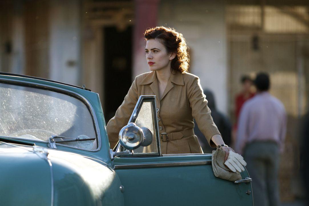 Seit ihres letzten Auftrages hat Eva (Hayley Atwell) noch mehr Beschatter als zuvor. Wird ihre Tarnung nun endgültig auffliegen? - Bildquelle: TM &   2012 BBC