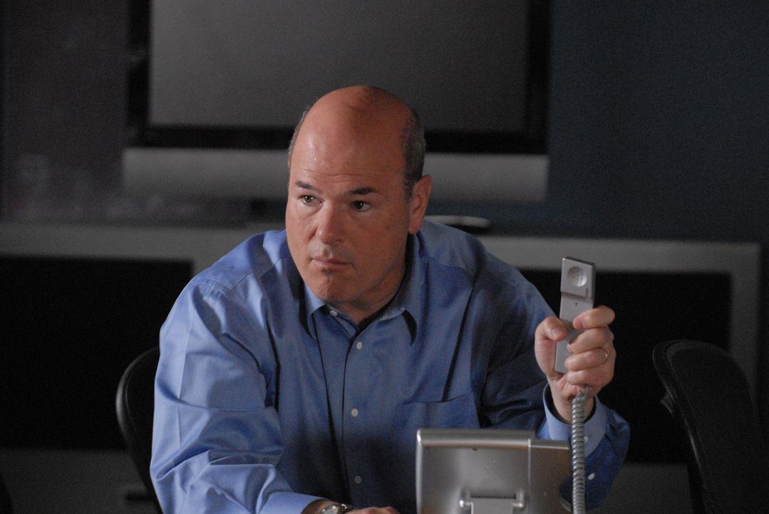 Droht Bruce, die Polizei zu alarmieren: Dylan (Larry Miller) - Bildquelle: Paramount Network Television