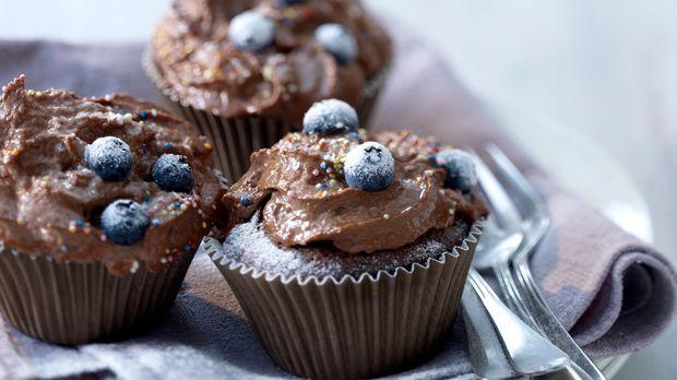 schokoladencupcakes mit topping rezept. Black Bedroom Furniture Sets. Home Design Ideas