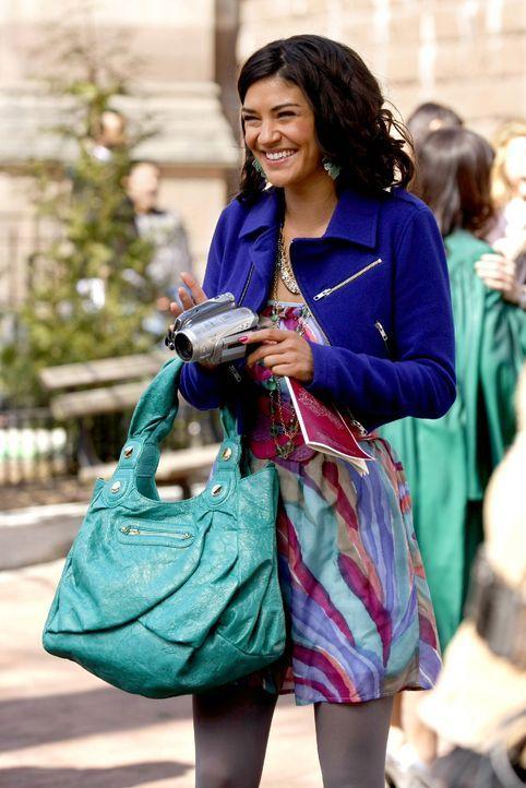 Freut sich mit ihren Freunden über deren Highschool-Abschluss: Vanessa (Jessica Szohr) ... - Bildquelle: Warner Brothers