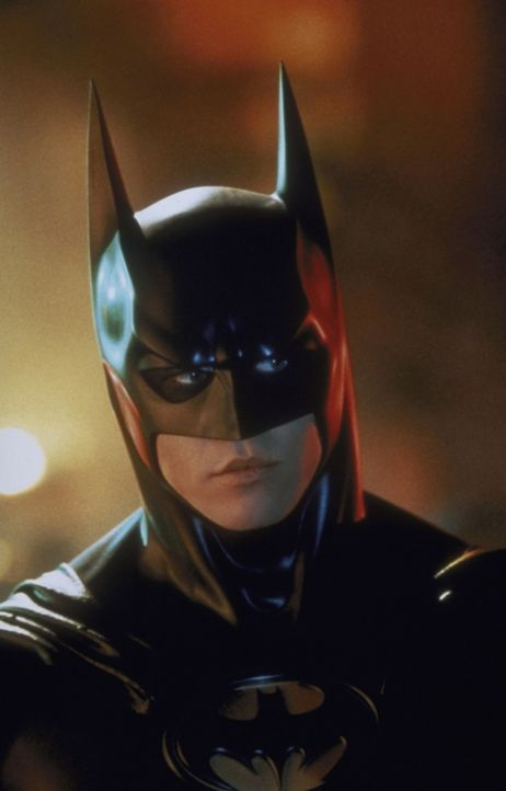 Der Rächer im Fledermaus-Cape (Val Kilmer) sieht sich gleich zwei Gegnern gegenüber: dem schizophrenen Harvey Two-Face und dem ironischen Riddler. D... - Bildquelle: Warner Brothers International