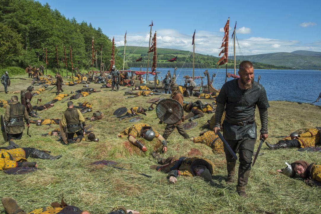 Während Ragnar (Travis Fimmel) zusammen mit seinen Männern versuchen, auch noch die Armee von Lord Burgred zu besiegen, wird Lagertha von König Ecbe... - Bildquelle: 2015 TM PRODUCTIONS LIMITED / T5 VIKINGS III PRODUCTIONS INC. ALL RIGHTS RESERVED.