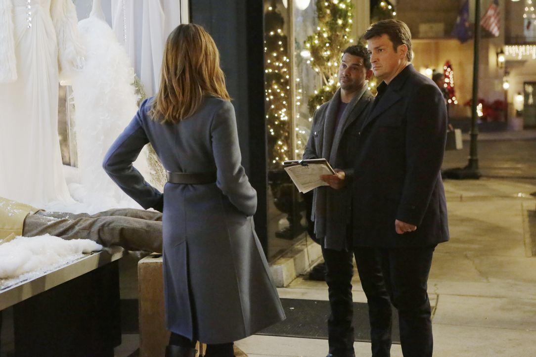 Ein neuer Mordfall wartet auf Castle (Nathan Fillion, r.), Beckett (Stana Katic, l.) und Esposito (Jon Huertas, M.) ... - Bildquelle: ABC Studios