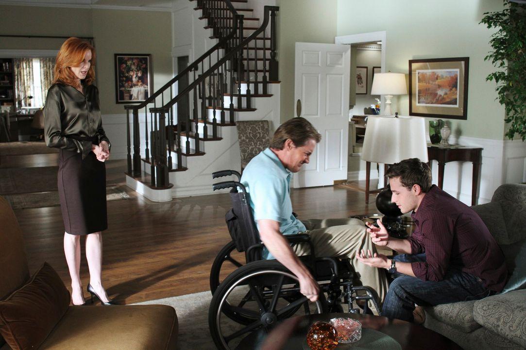 Während Angie in großer Gefahr steckt, überlegen Bree (Marcia Cross, l.), Orson (Kyle MacLachlan, M.) und Andrew (Shawn Pyfrom, r.), wie sie Sam los... - Bildquelle: ABC Studios