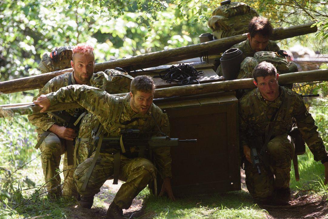 Die 29 Bootcamp-Teilnehmer gehören zu den fittesten Briten und müssen in der ultimativen Trainingswoche durch die Hölle: Heftige Strapaze, wie die J... - Bildquelle: Warren Orchard 2015 BBC