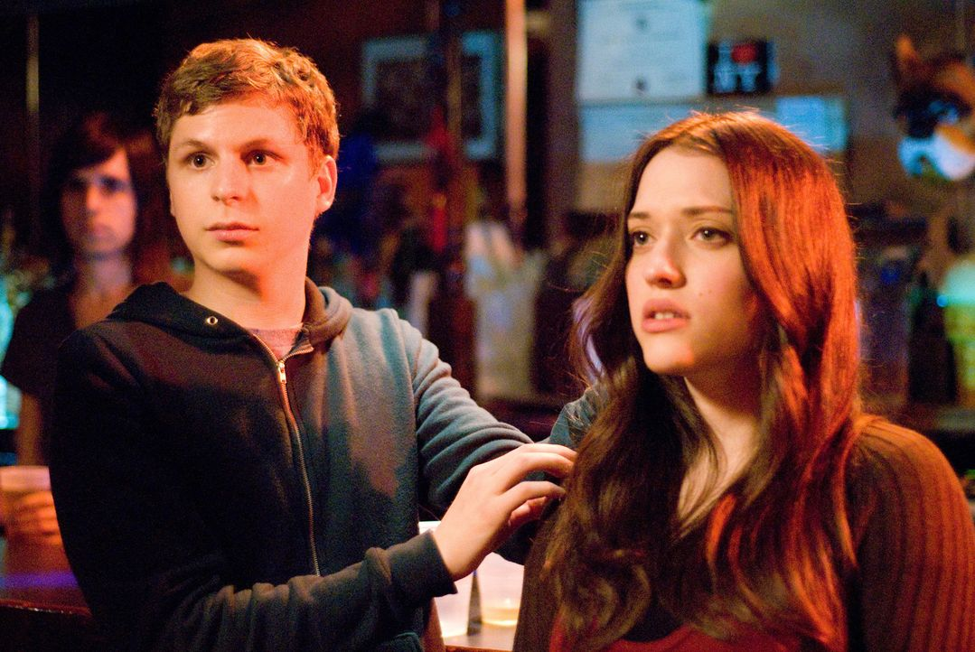 Können nicht glauben, dass ihr Kuss solch große Wellen schlägt: Norah (Kat Dennings, r.) und Nick (Michael Cera, l.) ... - Bildquelle: 2008   CPT Holdings, Inc. All Rights Reserved. (Sony Pictures Television International)