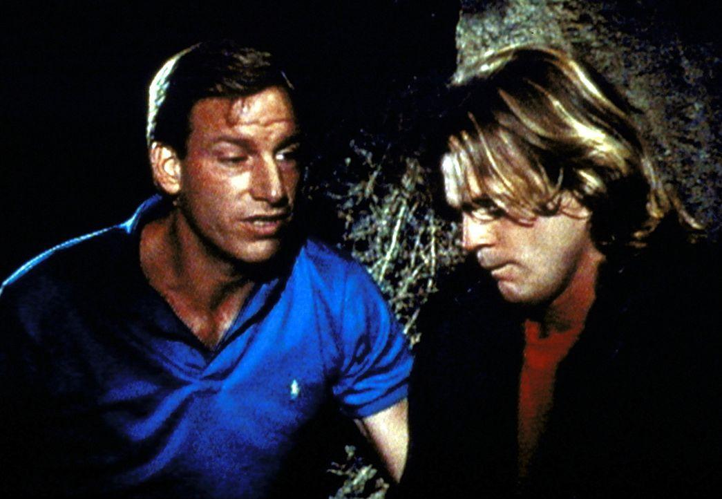 Frank (Tom Sullivan, l.) spricht Scott (Pete Kowanko, r.), der bald blind werden wird, Mut zu. - Bildquelle: Worldvision Enterprises, Inc.