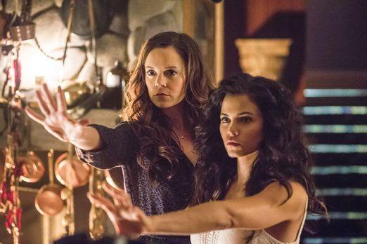 Witches of East End - Während Freya (Jenna Dewan-Tatum, r.) endlich mit ihrem...