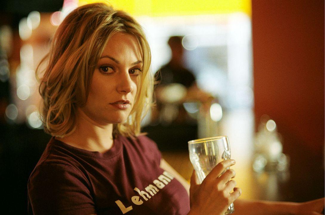 Die allein erziehende Mutter Leslie (Eva Hassmann) schlägt sich mehr schlecht als recht durchs Leben ... - Bildquelle: Sat.1