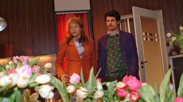 Fassungslos blicken Lisa (Alexandra Neldel, l.) und Rokko (Manuel Cortez, r.)...