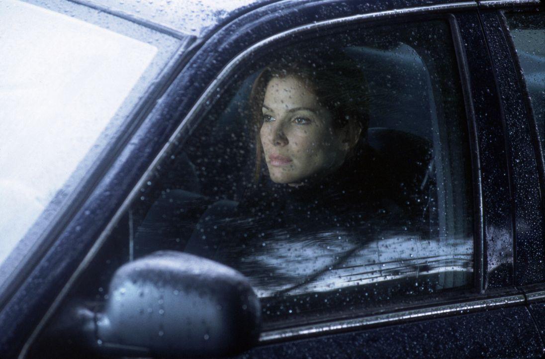 Der Fall den Detective Cassie Mayweather (Sandra Bullock) gerade bearbeitet, sieht nach einer sinnlosen Gewalttat aus. Doch Cassie spürt intuitiv, d... - Bildquelle: Warner Brothers International Television Distribution Inc.