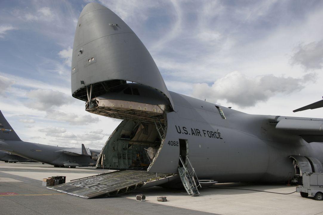 Der Schwertransporter C-5 Galaxy ist eines der größten und leistungsfähigsten Flugzeuge der Welt. Er ist über sechs Stockwerke hoch. Von den 131 pro... - Bildquelle: EXPLORATION PRODUCTION INC./DISCOVERY