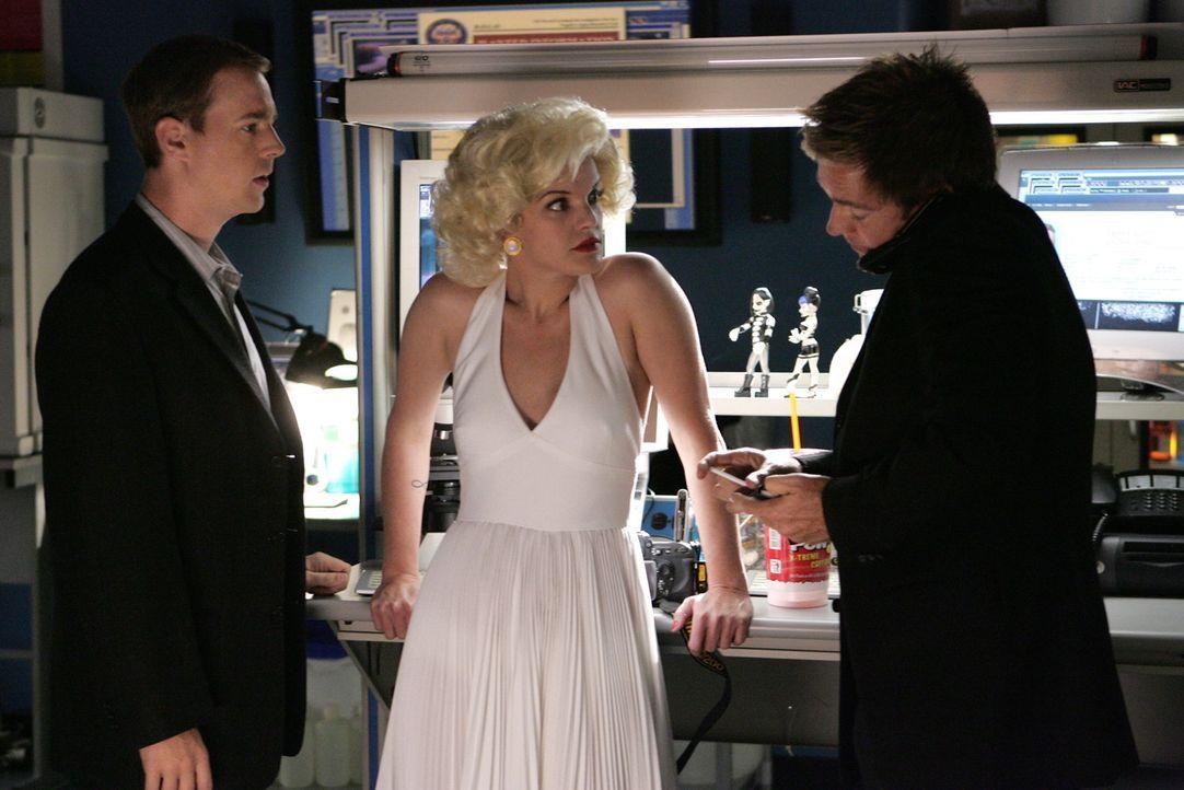 Abbys (Pauley Perrette, M.) Halloween Kostüm verschlägt Tony (Michael Weatherly, r.) und McGee (Sean Murray, l.) die Sprache ... - Bildquelle: CBS Television
