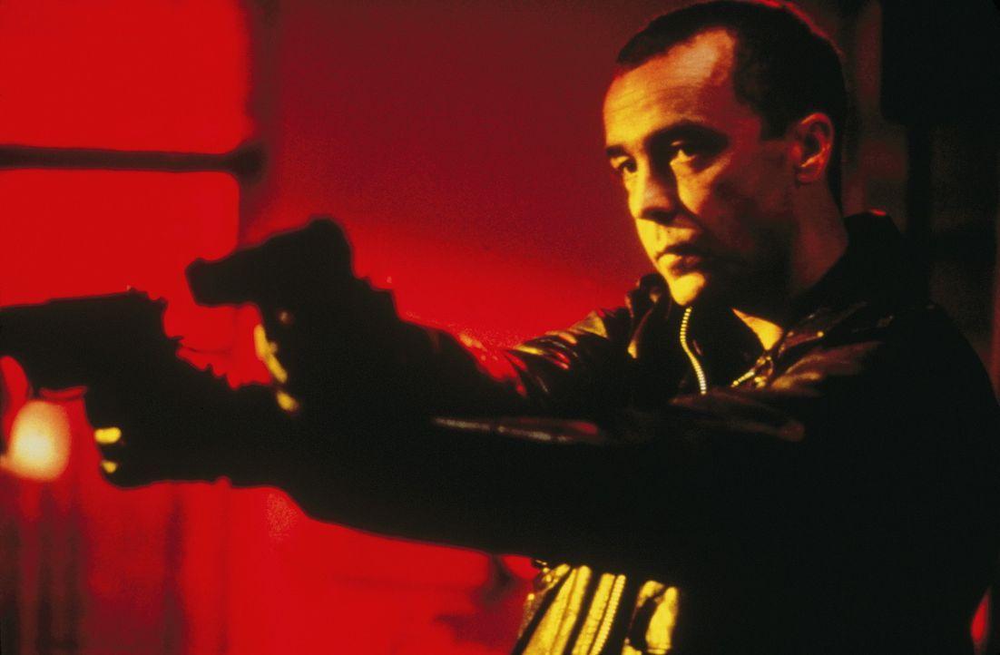 Als Leo (John Hannah) mit einem Auftragsmord seinen Schuldnern entgehen will, geschieht ein Mord. Oder doch nicht? - Bildquelle: Columbia Pictures