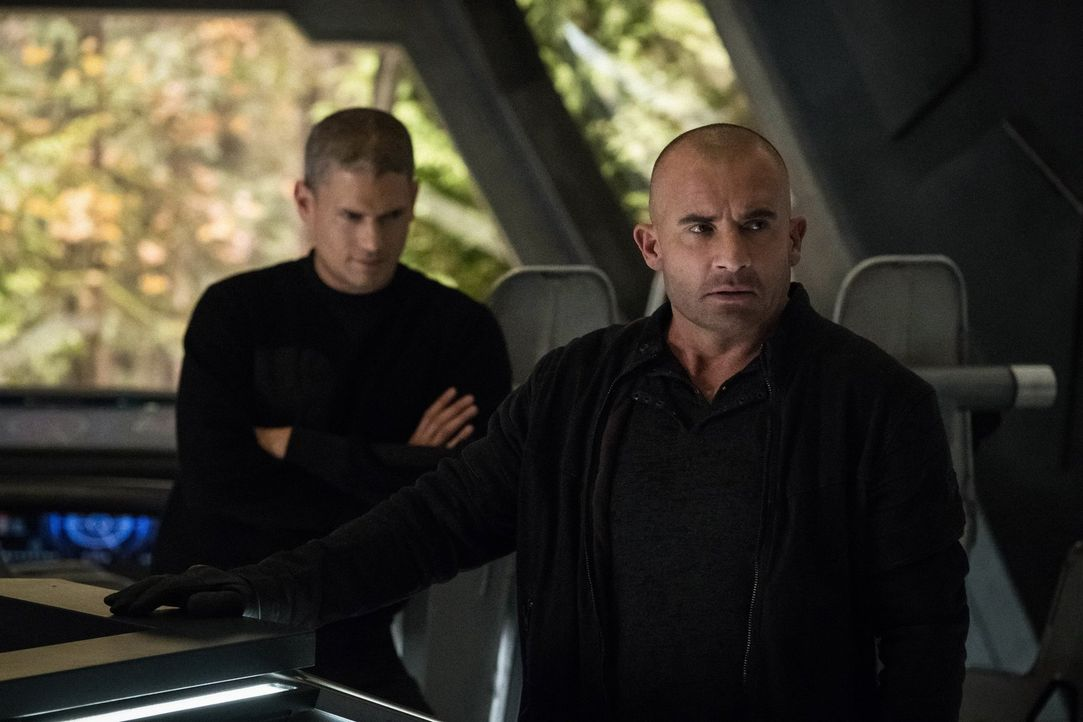 Snart (Wentworth Miller, l.); Mick (Dominic Purcell, r.) - Bildquelle: 2017 Warner Bros.