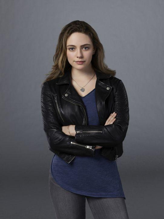 (5. Staffel) - Als wäre es nicht kompliziert genug ein normaler Teenager zu sein, hat Hope (Danielle Rose Russell) auch noch mit einigen übernatürli... - Bildquelle: Warner Bros.