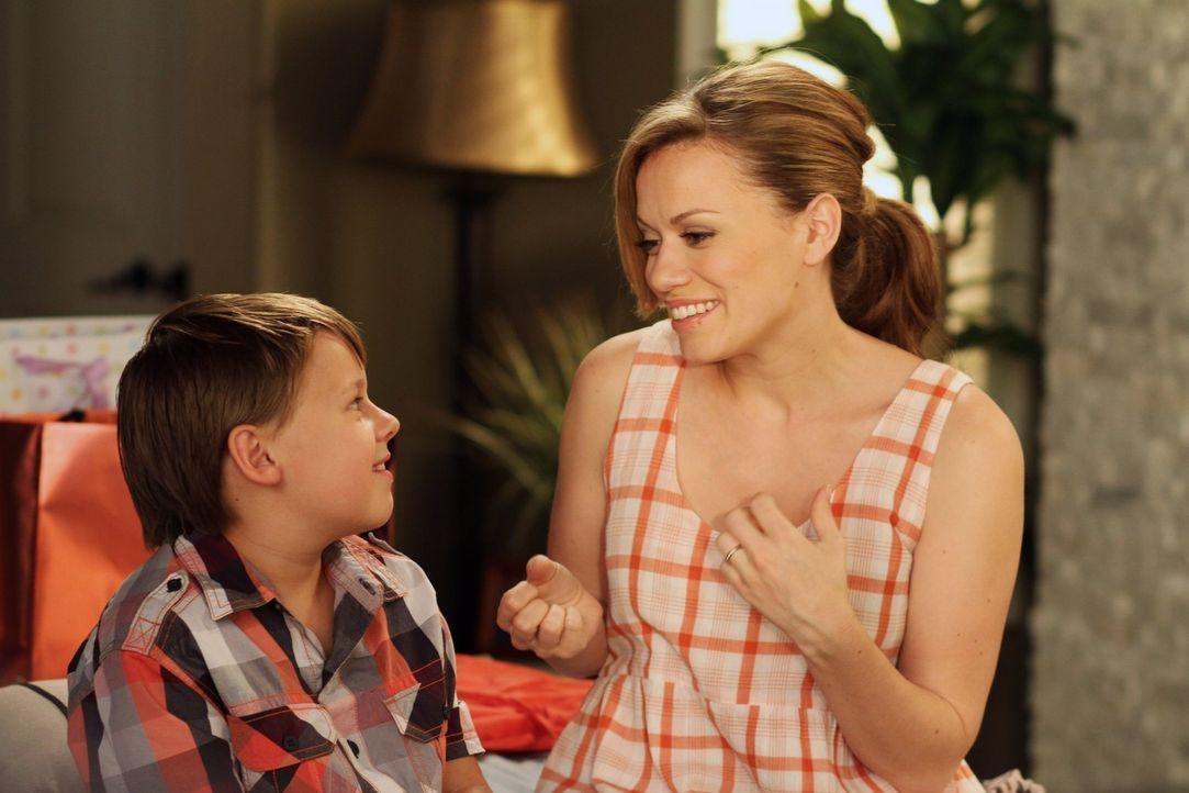 Der Trip nach Utah hat James (Jackson Brundage, l.) und seine Mutter Haley (Bethany Joy Lenz, r.) endlich wieder näher gebracht ... - Bildquelle: Warner Bros. Pictures