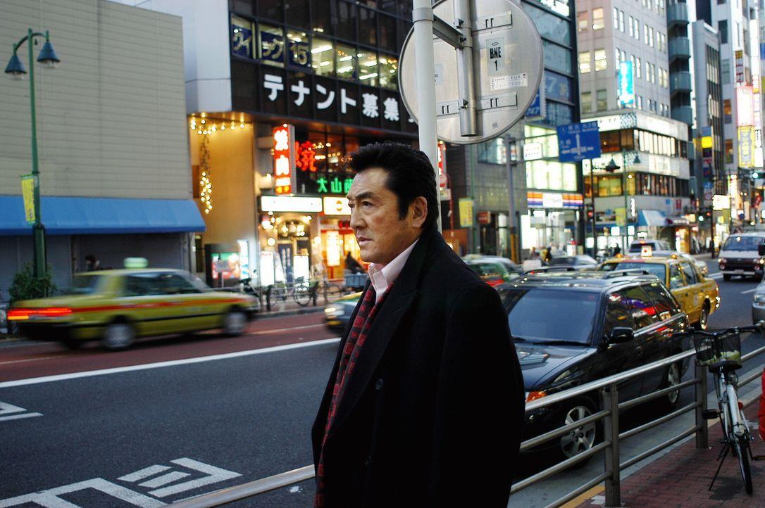 Bei seinen Ermittlungen in Tokio trifft Jack  auf Asakawa (Hiroki Matsukata) ... - Bildquelle: Warner Bros. Entertainment Inc.