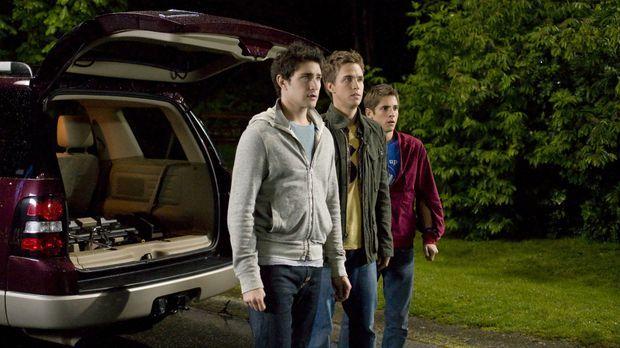 Kyle (Matt Dallas, l.) hat Liebeskummer wegen Amanda und nichts kann ihn aufm...