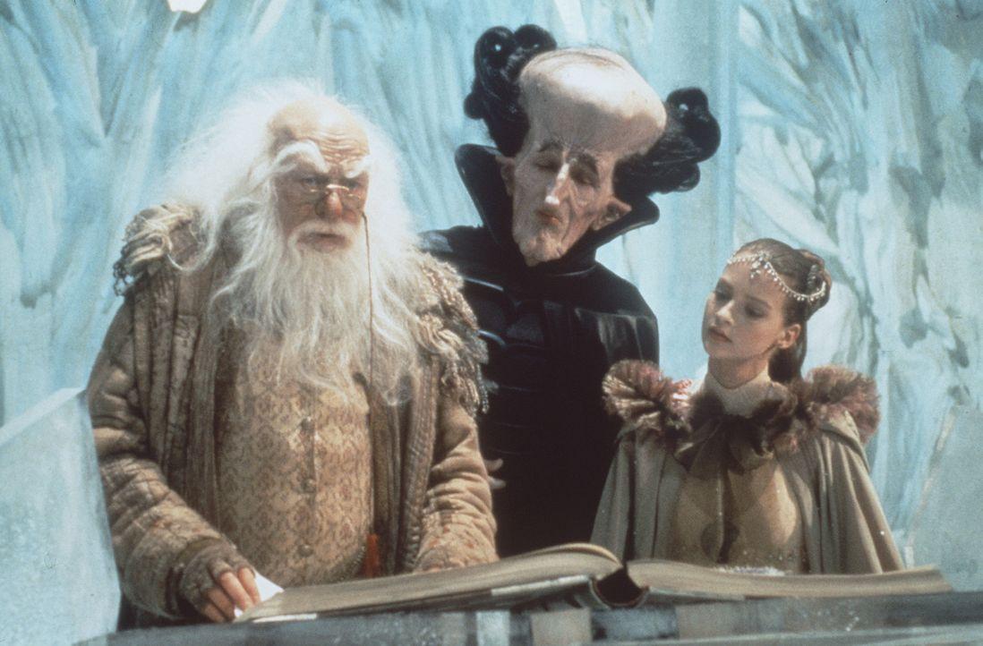 Die kindliche Kaiserin (Julie Cox, r.) und die anderen Bewohner Phantásiens machen eine seltsame, beängstigende Entdeckung ... - Bildquelle: Warner Bros.