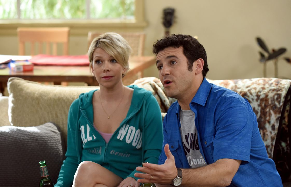 Stewart (Fred Savage, r.) versucht, Debbie (Mary Elizabeth Ellis, l.) auf seine Seite zu ziehen, doch sie möchte sich bei einer Intrige gegen Dean n... - Bildquelle: 2015-2016 Fox and its related entities.  All rights reserved.
