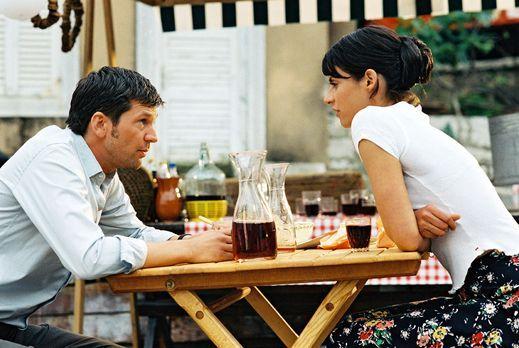 Cappuccino zu dritt - Maria (Liane Forestieri, r.) schlägt Jan (Kai Wiesinger...