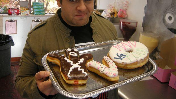 Dieses Mal dreht sich bei Adam Richman alles um Eis, Kuchen und Donuts. Er ma...