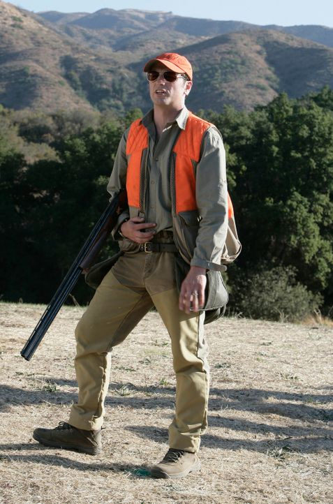 Wird wegen seiner exzellenten Schießkünste von Robert gezwungen, mit auf die Jagd zu gehen, um wichtige Sponsoren zu gewinnen: Kevin (Matthew Rhys)... - Bildquelle: 2008 ABC INC.