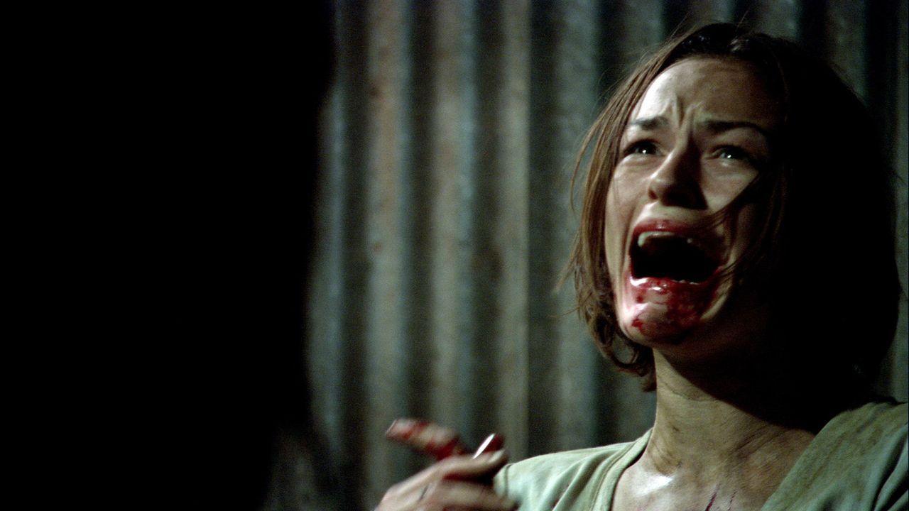 In der Hand eines skrupellosen Mörders mit viel Erfahrung: Liz (Cassandra Magrath) ... - Bildquelle: Kinowelt