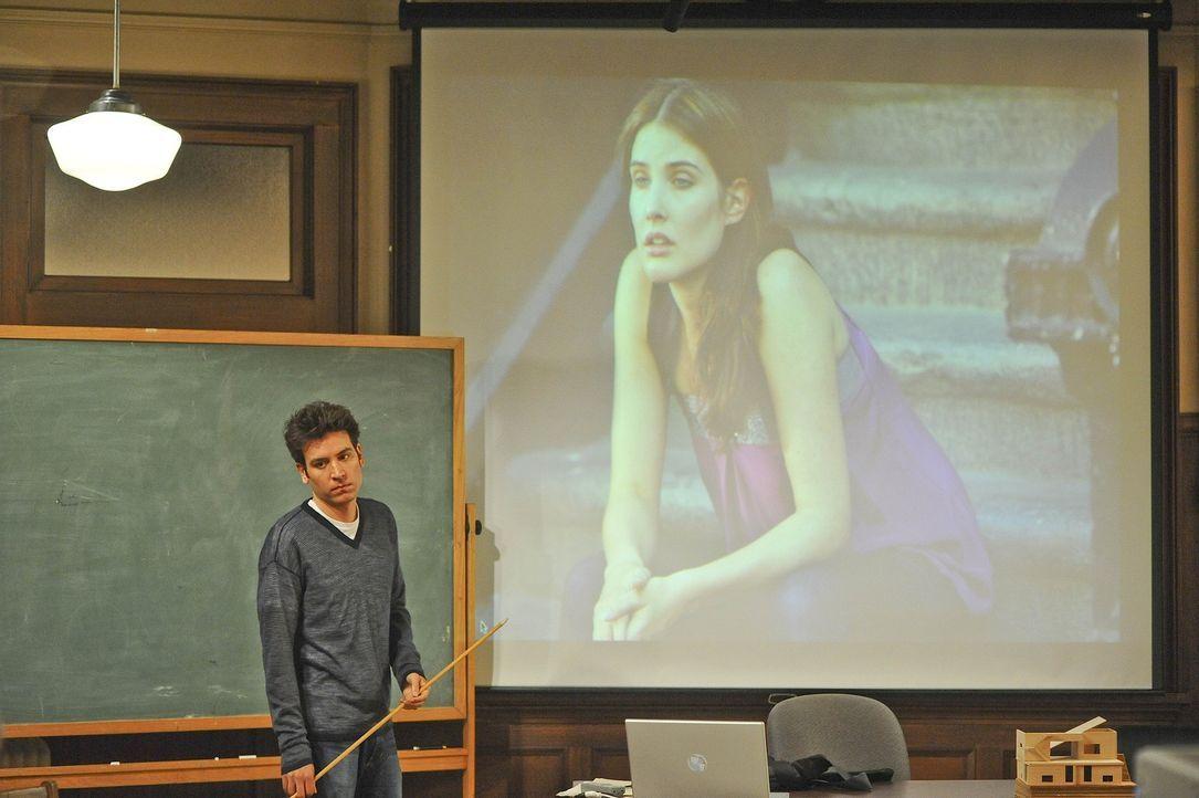Gibt seinem Kumpel Barney im Hörsaal der Uni eine Art Robin-Grundkurs: Ted (Josh Radnor) ... - Bildquelle: 20th Century Fox International Television