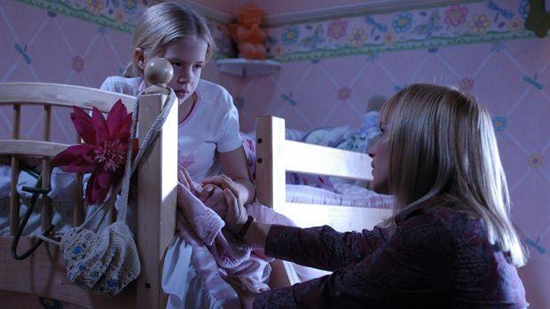 Allison (Patricia Arquette, r.) kümmert sich um ihre Tochter (Sofia Vassiliev...