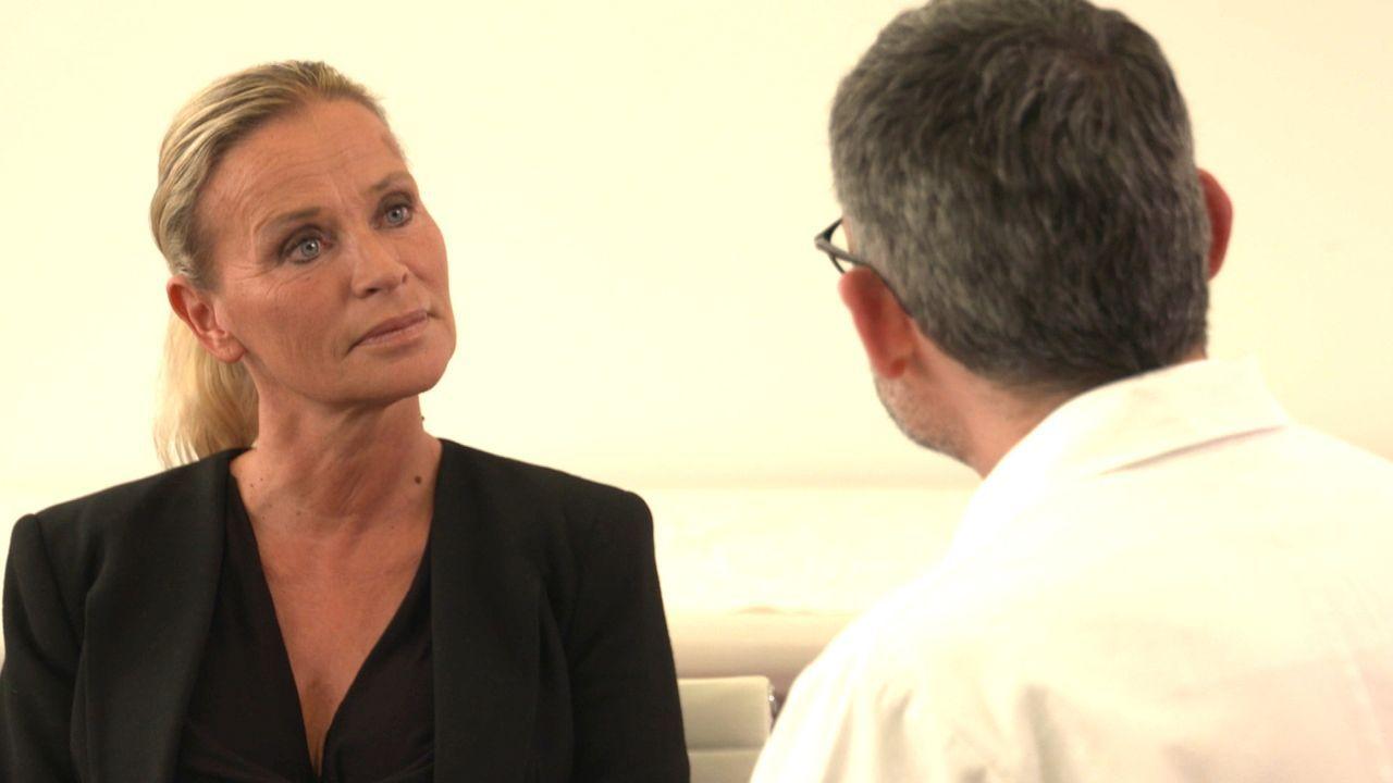 Nachdem bei Gabriele ein Austausch ihrer Brustimplantate furchtbar schief gegangen ist, muss die 52-Jährige schlimme Schmerzen ertragen. Kann Profes... - Bildquelle: SAT.1