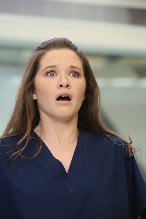 Kann nicht glauben, was sie sieht: April (Sarah Drew) ... - Bildquelle: Touchstone Television