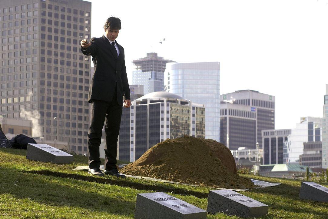Lex hat Lionel Luther ermordet. Auf seiner Beerdigung ist auch Clark (Tom Welling), der jetzt noch mehr von Lex zu befürchten hat ... - Bildquelle: Warner Bros.