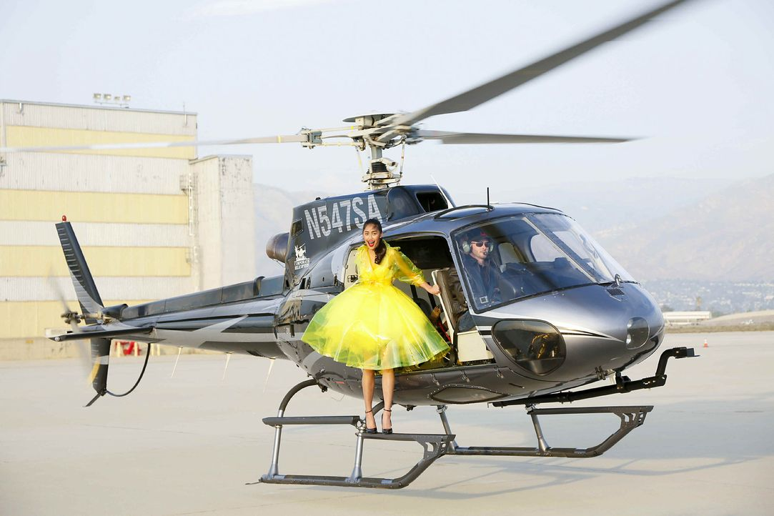 GNTM-Stf10-Epi06-Helikopter-Shooting-61-Anuthida-ProSieben-Richard-Huebner - Bildquelle: ProSieben/Richard Huebner