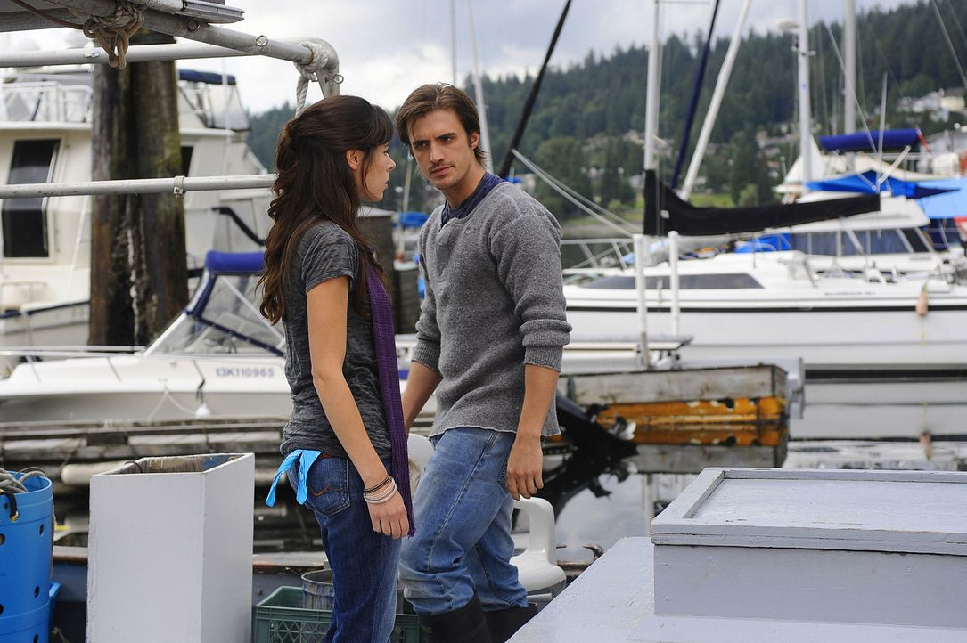Jimmy (C.J. Thomason, r.) ist glücklich darüber, seine Ex-Freundin Abby (Elaine Cassidy, l.) wiederzusehen. Doch diese ist gar nicht gut auf ihn z... - Bildquelle: 2009 CBS Studios Inc. All Rights Reserved.