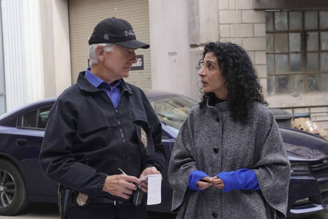 Leroy Jethro Gibbs (Mark Harmon, l.); Neera Kapoor (Rahnuma Panthaky, r.) - Bildquelle: Monty Brinton 2018 CBS Broadcasting, Inc. All Rights Reserved/Monty Brinton